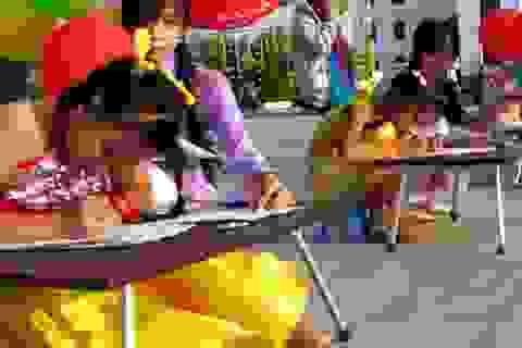 Học sinh sôi nổi thi viết chữ đẹp nhân ngày Thơ Việt Nam