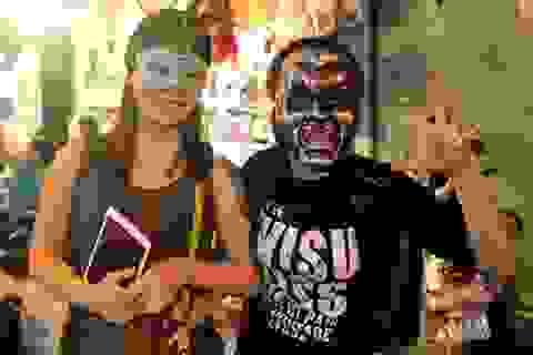 Giới trẻ Hà thành hóa trang kì dị, diễu hành trong đêm