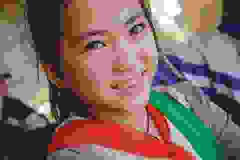 """Dân mạng """"đổ gục"""" trước vẻ đẹp của bé gái người H'Mông"""