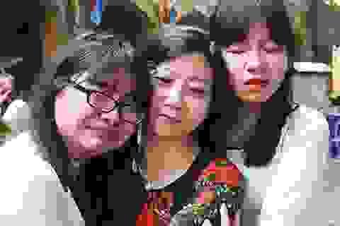 Chùm ảnh: Những giọt nước mắt chia tay tuổi học trò