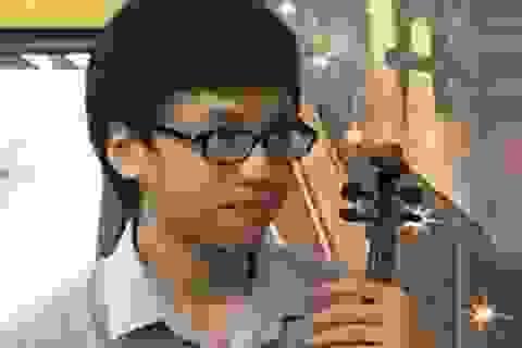 """Thần đồng violin Quang Tiến """"không phải xuất sắc mà...quá xuất sắc"""""""