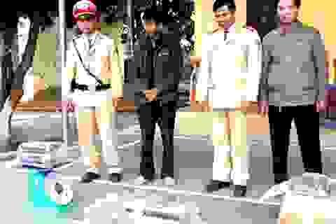 Nghệ An: Bắt giữ 1,5 tạ thuốc nổ trên ô tô