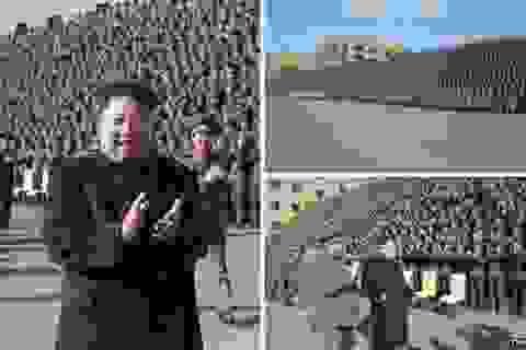 Lãnh đạo Triều Tiên di chuyển không còn chống gậy
