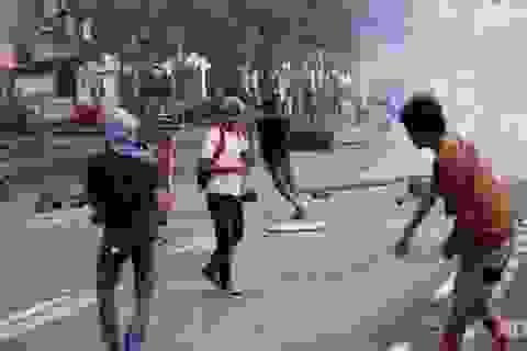 Indonesia: Bùng phát biểu tình vì xăng tăng giá 30%, 1 người chết