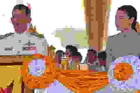 Vợ hoàng thái tử Thái Lan từ bỏ tước vị trong hoàng gia