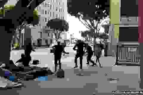 Lộ clip cảnh sát Mỹ bắn chết người vô gia cư Los Angeles