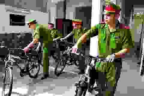 Công an Hà Nội đi tuần tra bằng xe đạp