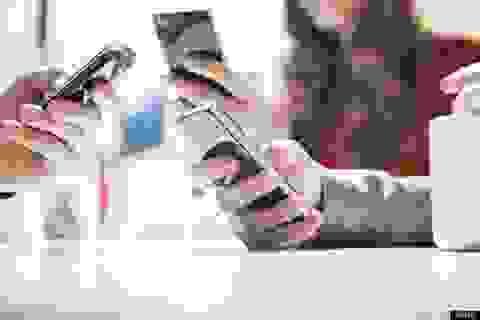 Cấm cán bộ, công chức dùng điện thoại trong cuộc họp