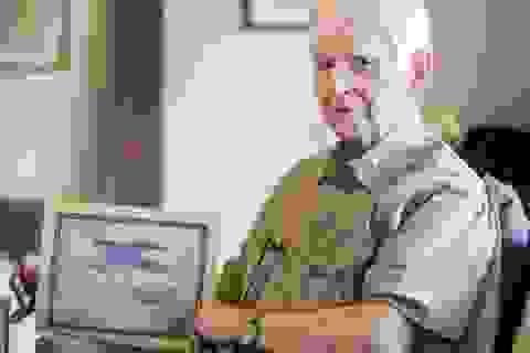 Cụ ông lấy bằng đại học sau 75 năm