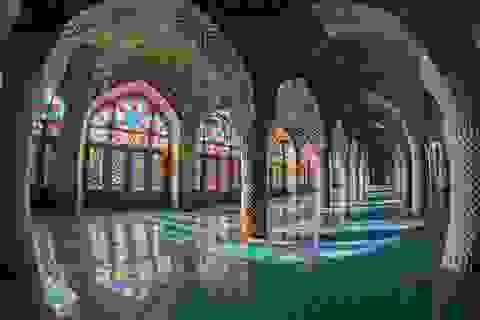 Nhà thờ hồi giáo Nasir - Ol: Những sắc màu ma thuật