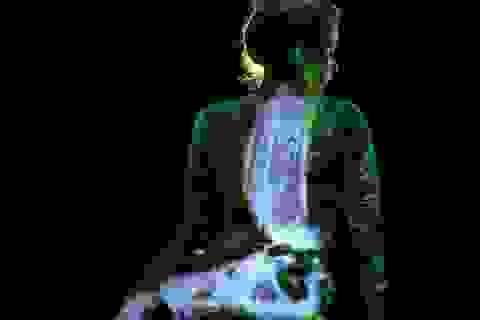 Ảo diệu nghệ thuật sơn người phát sáng trong bóng tối