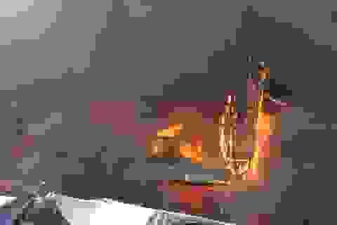 Chợ trung tâm cháy dữ dội, người mua hàng bỏ chạy tán loạn