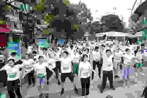 180 bạn trẻ chạy bộ chinh phục tòa nhà cao nhất TPHCM