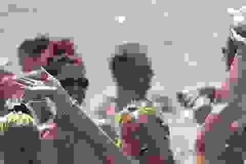 Kỷ lục mới về số người tắm biển khỏa thân