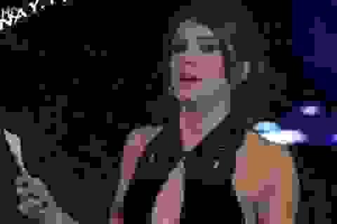 Nữ MC mất việc vì mặc váy xẻ ngực lên truyền hình