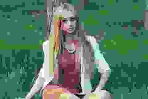 Thiếu nữ 20 tuổi có gương mặt giống hệt búp bê