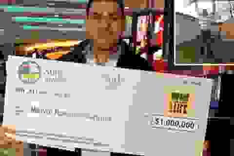 May mắn trúng 1 triệu USD từ tấm vé số nhặt trong đống rác