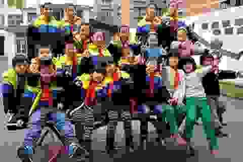 Lớp học có 10 cặp đôi song sinh