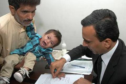 Bé trai 9 tháng tuổi được hủy cáo buộc giết người