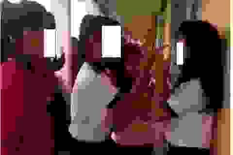 Xôn xao clip nữ sinh lớp 7 bị đánh hội đồng