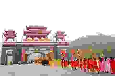 Nô nức du khách về dự khai Hội xuân Tây Thiên 2015