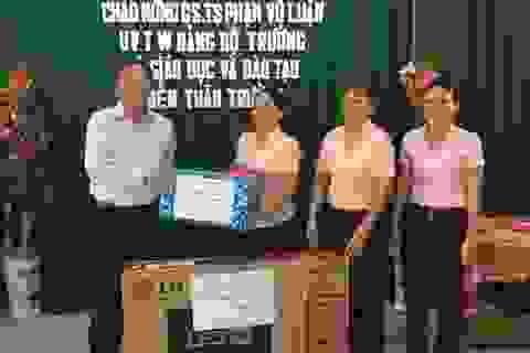 Bộ trưởng Giáo dục biểu dương thành tích giáo dục Côn Đảo
