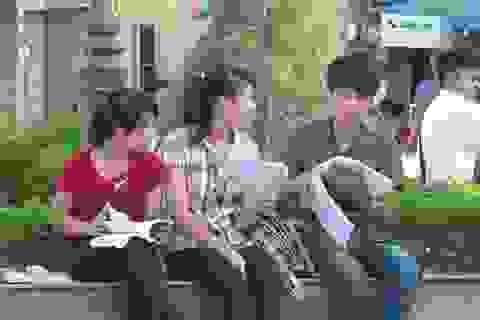 Bắt nóng nhóm đối tượng có dấu hiệu giải bài, đọc vào phòng thi