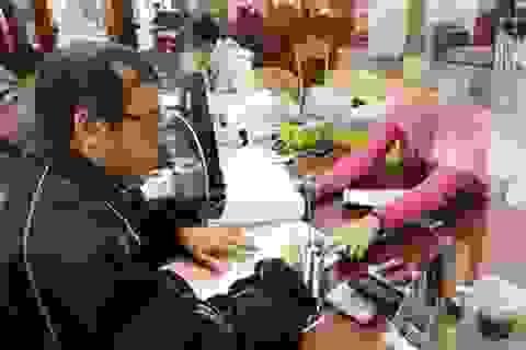 Thi công chức ở Hà Nội: Không có hộ khẩu phải là Tiến sĩ, Thủ khoa