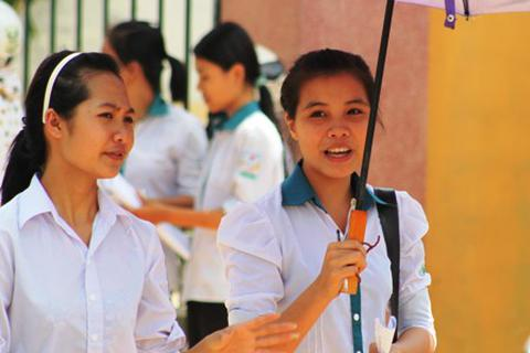 Nghệ An: Kỷ luật 1 phục vụ coi thi đưa điện thoại vào phòng thi