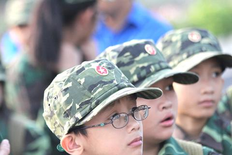 """""""Chiến sỹ"""" nhí trong ngày lễ xuất quân Lớp học kỳ trong quân đội"""
