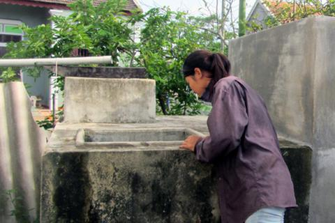 Nghi án một nhà dân bị đổ thuốc sâu vào bể nước