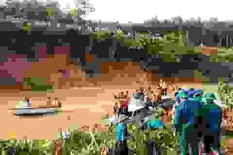 Giăng lưới cửa sông, rà soát Khe Ang tìm nạn nhân còn lại