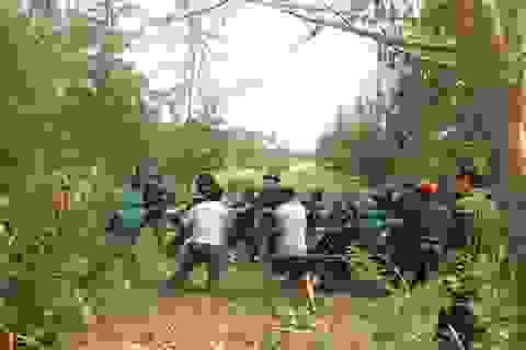 Gần 100 người trục vớt quả bom 250kg dưới đáy sông