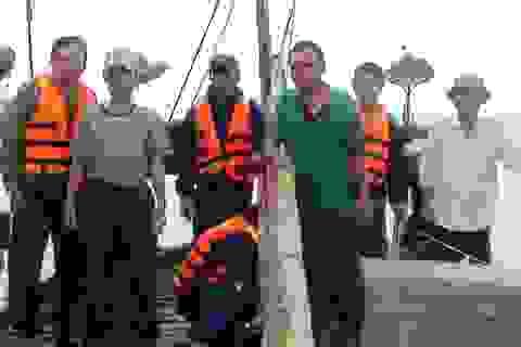Cứu sống 6 thuyền viên gặp nạn trên biển