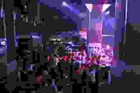 Sau quảng cáo rượu, vũ trường Next Top lại bị phạt vì... Angela Phương Trinh