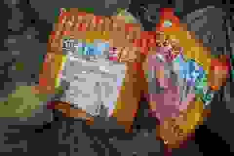 Chặn đứng nửa tấn xúc xích, chả cá Trung Quốc nhập lậu vào Việt Nam
