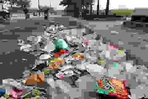Đại lộ hiện đại nhất Sài Gòn đón năm mới…đầy rác
