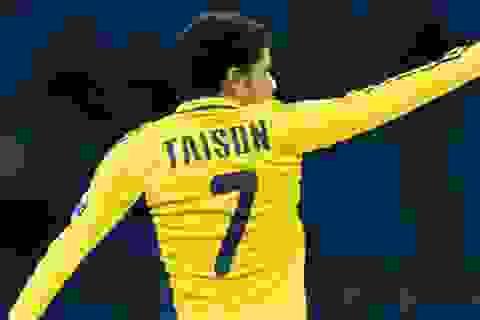 """""""Siêu phẩm"""" vô lê của Van Basten được tái hiện ở Europa League"""