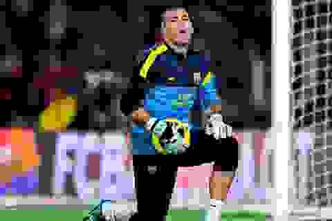Victor Valdes bất ngờ đổi ý, muốn ở lại Barcelona
