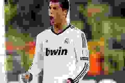 """C.Ronaldo đua tranh giải """"Bàn chân vàng"""" cùng các """"bô lão"""""""