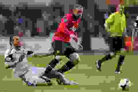 Đồng đội tha thiết kêu gọi Rooney ở lại MU