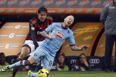 Bị cầm chân tại sân nhà, AC Milan đứt ngày vui cùng Seedorf
