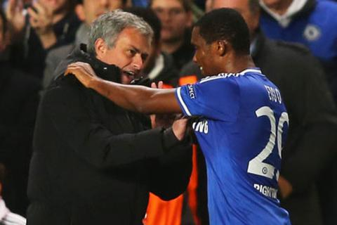 Sắp rời khỏi Chelsea, Eto'o thỏa sức sỉ nhục Mourinho