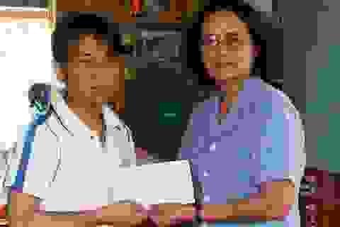 Quảng Bình: Thăm và trao quà thầy giáo bị suy thận