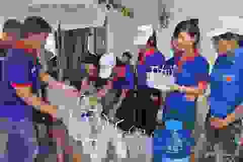 1.000 cốc nước chanh đường miễn phí tiếp sức sĩ tử