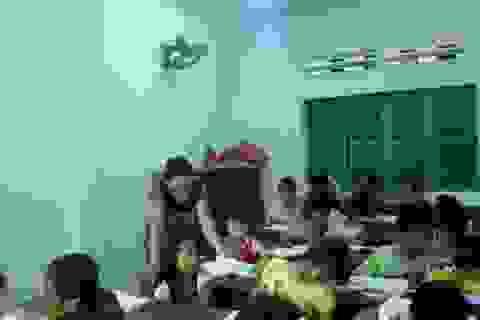 Bà lão nhân hậu và những em bé nghèo mê đi học