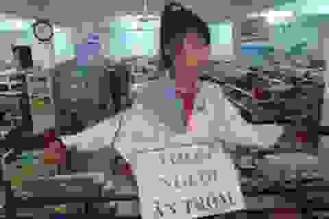 """Lãnh đạo siêu thị phải xin lỗi nữ sinh bị ép đeo biển """"ăn trộm"""""""