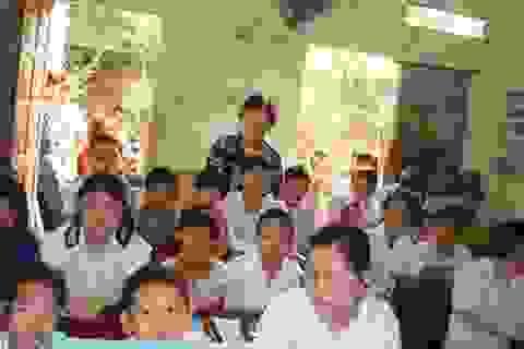 Khai giảng lớp học tình thương của bà giáo ngoài 70 tuổi