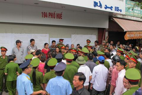 Sự khác nhau giữa Nguyễn Thanh Chấn và Trịnh Ngọc Chung
