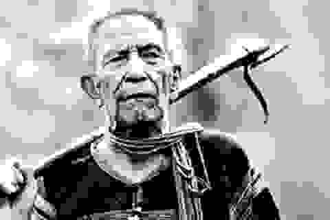 """Mục sở thị bộ đồ nghề săn voi của """"vua"""" Ama Kông"""